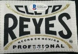 FLOYD MAYWEATHER JR. Autographed CLETO REYES Boxing Glove. BECKETT WITNESSED