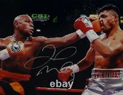 Floyd Mayweather Autographed 16x20 vs Victor Ortiz Photo- Beckett Auth