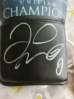 Anthony Joshua Et Floyd Mayweather Champions Ont Signé Un Gant De Boxe. Inc.